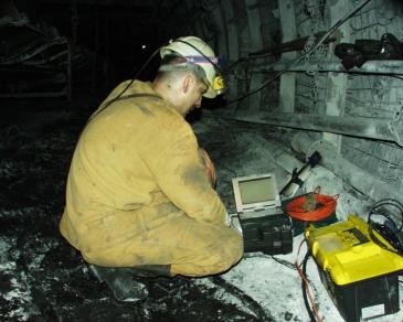 GeoSpectrum - Pomiary sejsmiczne dla oceny oddziaływania krawędzi nadbudowy na pokłady zagrożone tąpaniami