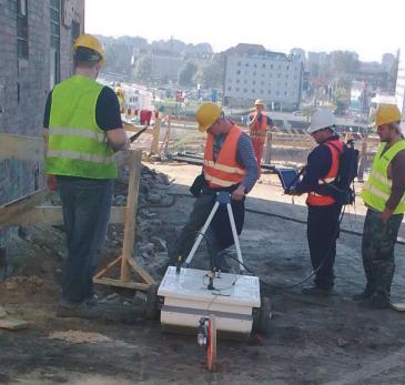 Pomiar georadarowy w celu rozpoznania struktury gruntów, granic geotechnicznych oraz spękań w masywie skalnym podczas prac budowlanych