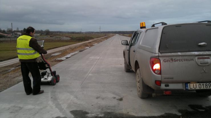 GeoSpectrum - Badania georadarowe weryfikujące jakość wykonania warstw konstrukcyjnych budowanej autostrady z nawierzchnią betonową