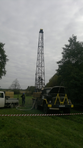 GeoSpectrum - Drilling machine on the location of uphole