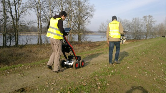 GeoSpectrum - Multi-channel georadar surveys to verify the location, continuity and width of covered DSM diaphragm in modernizing levee